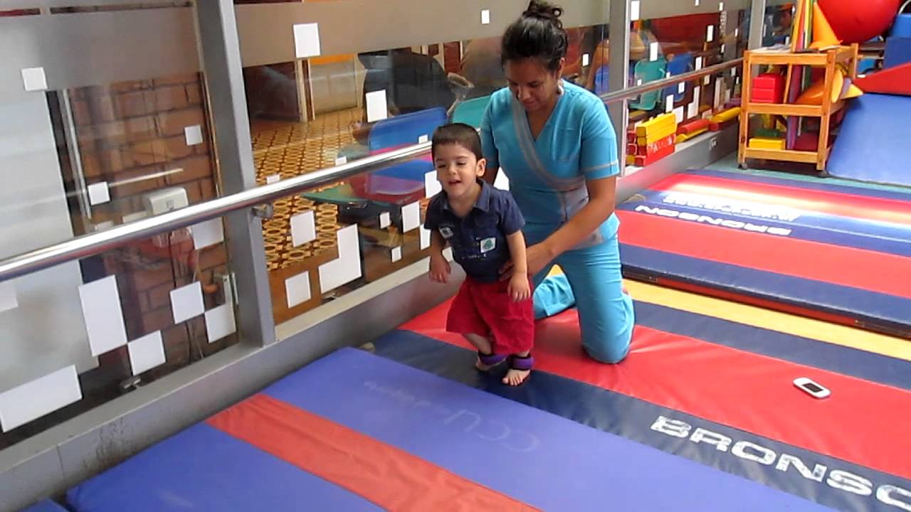 Terapia en gimnasio teleton youtube for Gimnasio kine