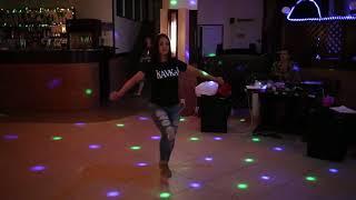 Девушка танцует лезгинку от души