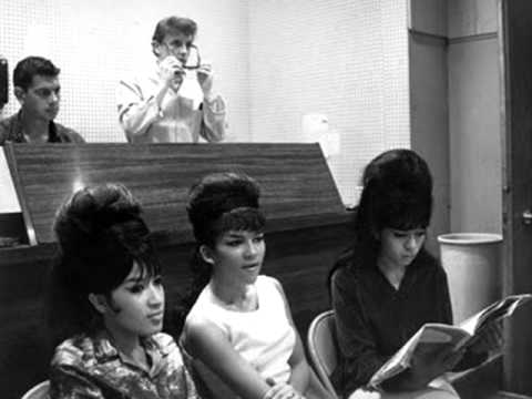 THE RONETTES (HIGH QUALITY) - SLEIGH RIDE Mp3