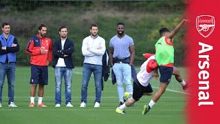 French rugby team watch Arsenal train ahead of Leicester