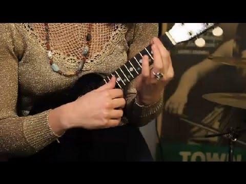 Tips on Playing a D Chord on a Ukulele : Ukulele Lessons