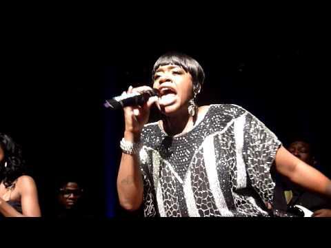 Fantasia sings Teach Me live at the Warfield, SF, CA