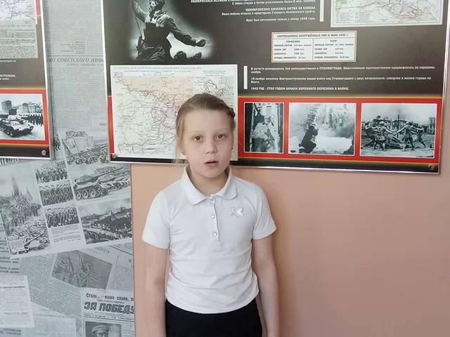 Изображение предпросмотра прочтения – ВераСередкина читает произведение «Хотят ли русские войны?» Е.А.Евтушенко
