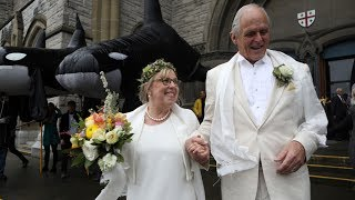 'Deliriously happy': Green Party Leader Elizabeth May gets married in B.C.
