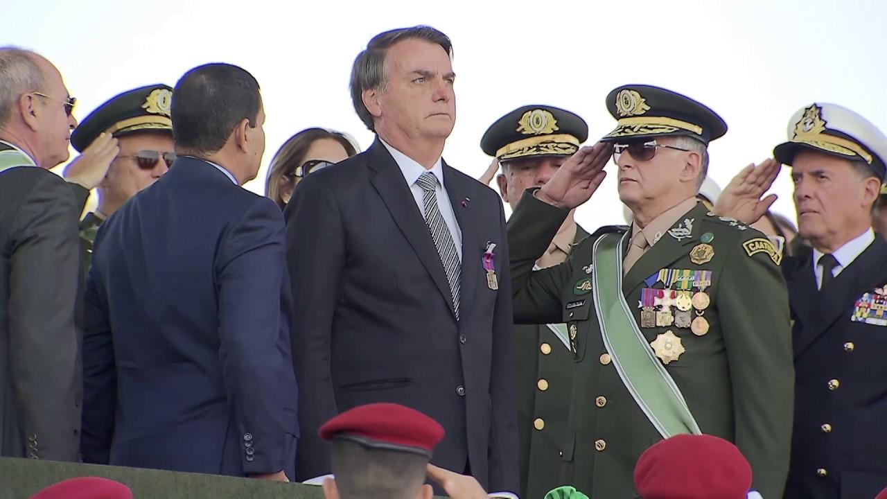 Presidente Bolsonaro participa das comemorações do Dia do Soldado