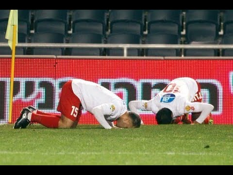 Israeli Jewish, Muslim Soccer Players Pray Together