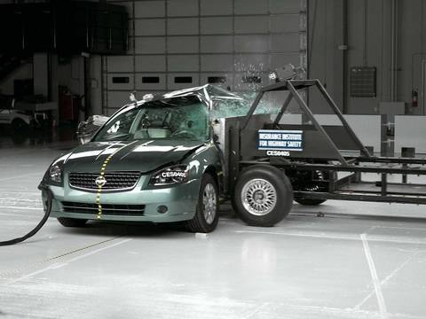 2005 Nissan Altima Side IIHS Crash Test