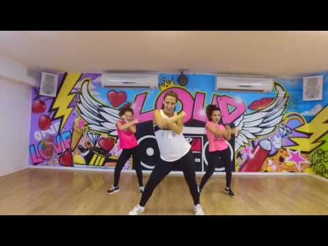 6 months pregnant mama dancing to ARIANA GRANDE -
