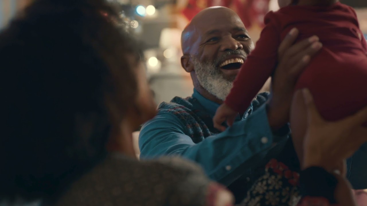 Nieuwe KLM commercial: 'Niets kan een omhelzing vervangen'