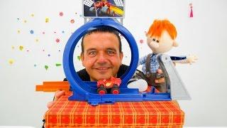 ¡Caja Mágica! Vídeo para Niños. Una PISTA de COCHES. Coches para Niños. Juegos con niños