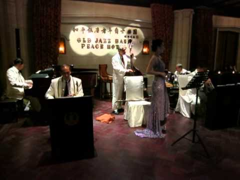 Old jazz in Shanghai Peace Hotel since 1980 - Spanish song