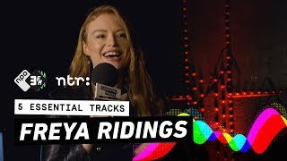 """Freya Ridings: """"Florence Welch slipped a note under my door, I nearly died""""  5 Essential Tracks  3FM Video"""