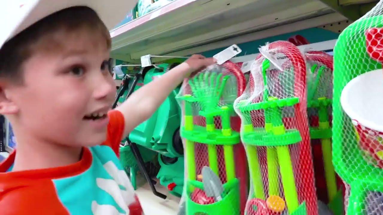 Катя и Макс играют в прятки с клоуном