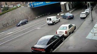 ავარია თბილისში, (ელბაქიძის აღმართთან) / Car crash Tbilisi, parking crash