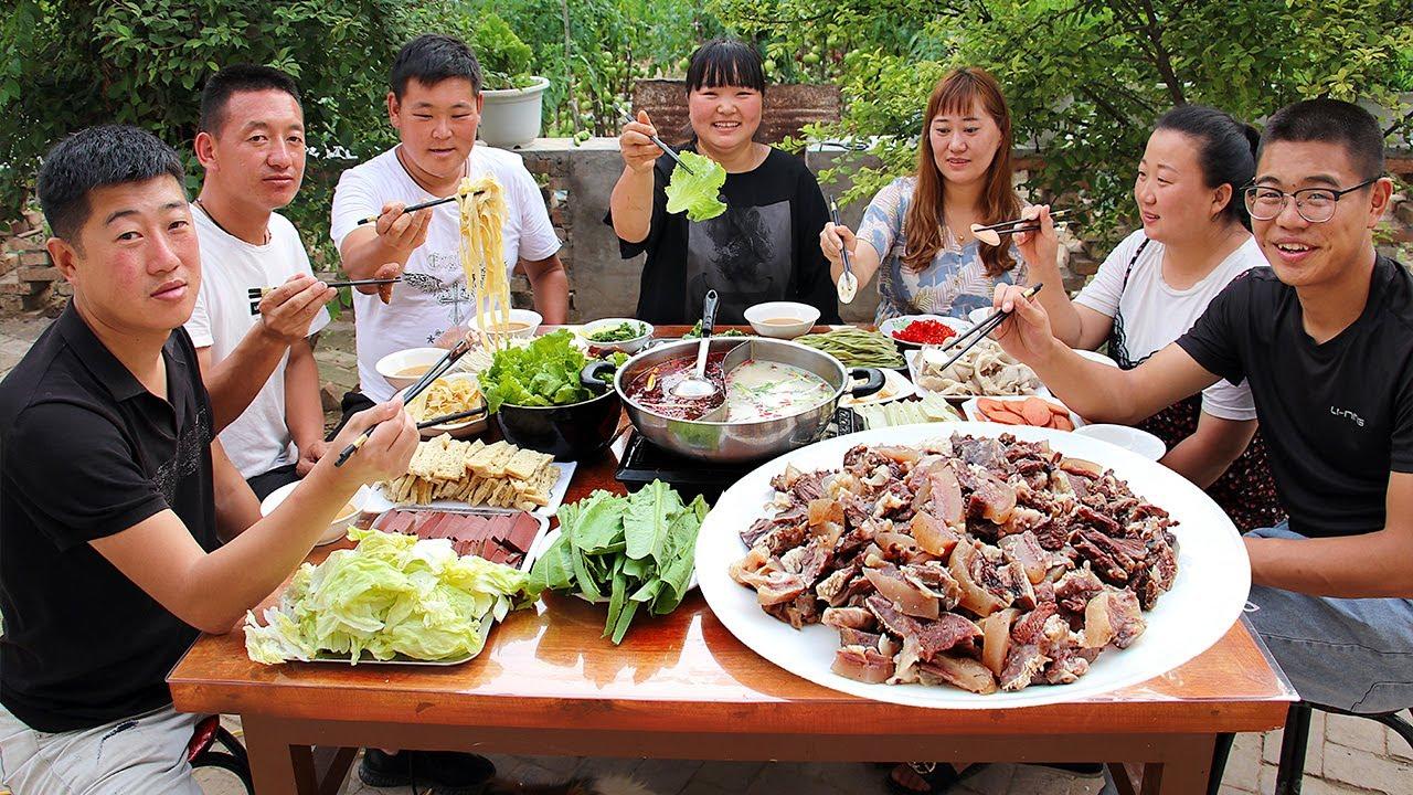【陕北霞姐】今天牛头火锅整起!吃饱喝足唱民歌,太美了,朋友不想回家了!