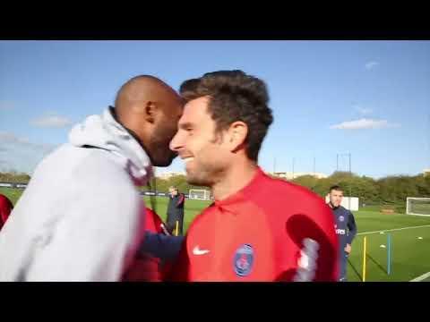 Kobe hangs with Neymar while enjoying a Paris-Saint Germain F.C. practice l ESPN