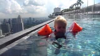 Бассейн на 57 этаже в отеле
