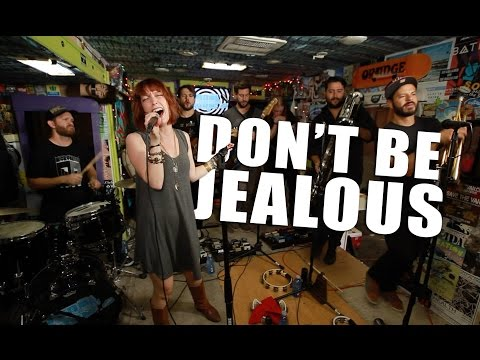 """SISTER SPARROW - """"Don't Be Jealous"""" (Live at JITV Headquarters in Los Angeles, CA) #JAMINTHEVAN"""