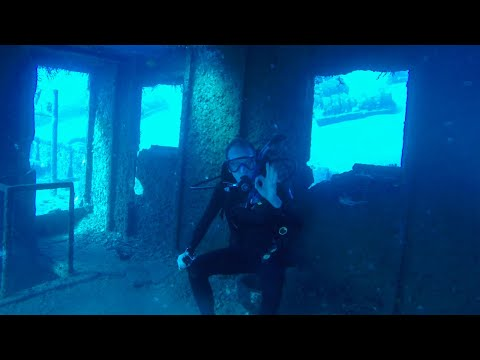 just-hanging-out-inside-a-shipwreck