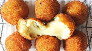 Хрустящие картофельные шарики с сыром во фритюре/Potato balls