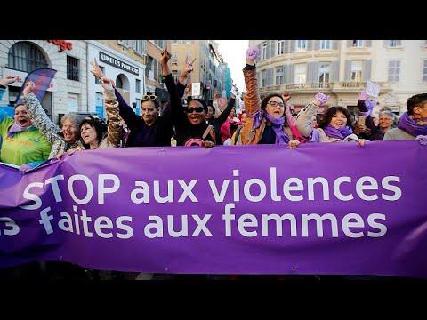 Milhares exigem na rua o fim da violência contra as mulheres