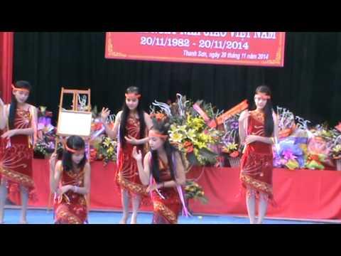 lequydon   thanh son 7B 20 11 2014 múa Chiều lên bản thương