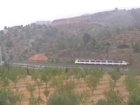 Cruce Alaris Valencia Madrid y Regional Express Murcia Valencia en La Font de la Figuera