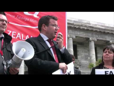 Labour MP Grant Robertson supporting Ministry of Justice workers