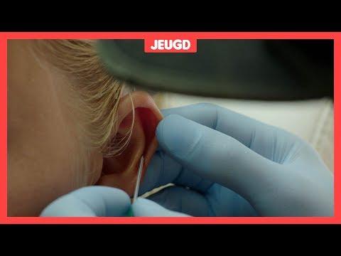 Steeds meer meiden nemen een oorpiercing