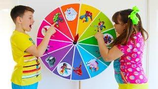 Али и Адриана вращают волшебное колесо и превращаются в Супергероев
