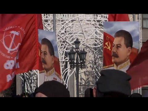 شاهد: الحزب الشيوعي الروسي يحيي الذكرى الـ68 لوفاة جوزيف ستالين …  - نشر قبل 6 ساعة