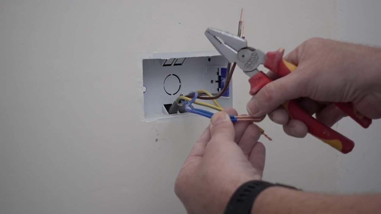 How To Wire A Socket On Ring Main 2 Wires Part 1 Plastic Back Wiring Mains Box
