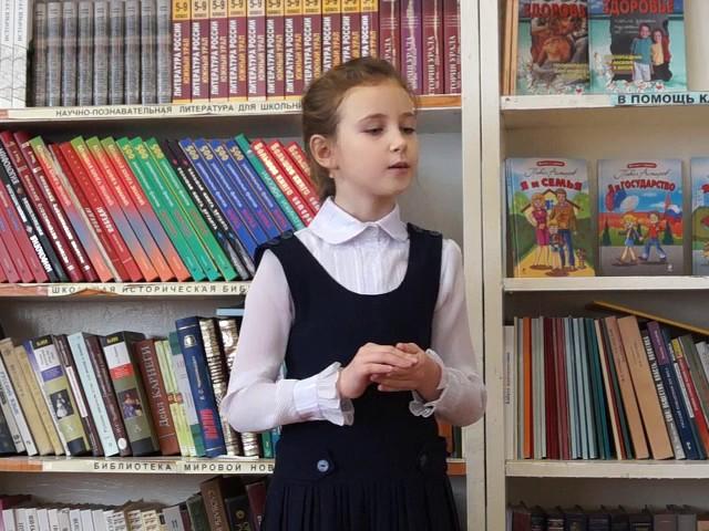 Изображение предпросмотра прочтения – ВиолеттаХолмогорцева читает произведение «Листопад (Осенняя поэма)» И.А.Бунина