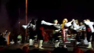 Греческий танец мандилатос(Греческий танец мандилатос - танец с платками. Праздник (Фестиваль) сардин 2013, Неа Муданья, Халкидики, Греция..., 2013-07-16T10:44:50.000Z)