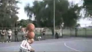Трюки с баскетбольным мячом.3gp