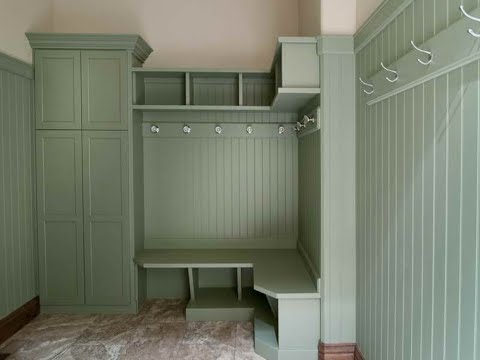 Mudroom Lockers With Bench For A Neat And Clean Entryway