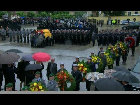 Großes militärisches Ehrengeleit für Helmut Kohl vor dem Dom zu Speyer