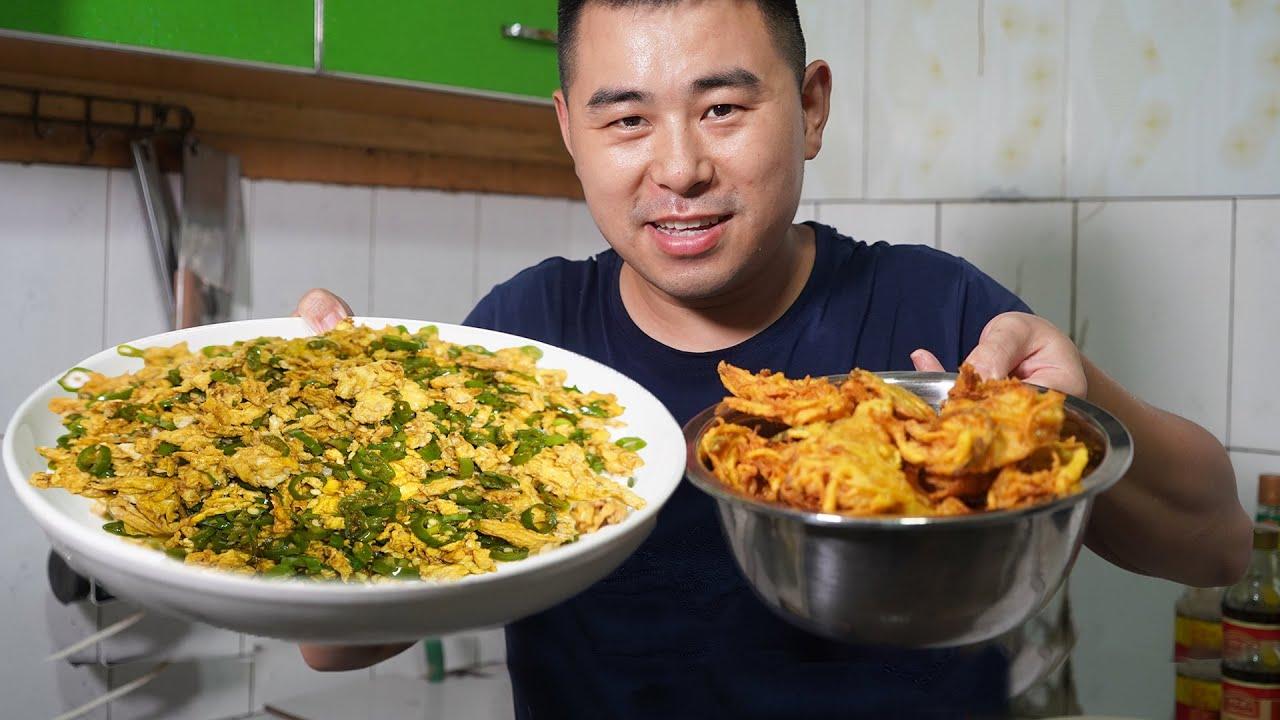 【超小厨】10个鸡蛋2斤尖椒,尖椒炒蛋+土豆丝饼,吃出麻辣鸡的感觉,辣到头痛!