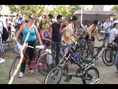 manifestacion de gente desnuda en guadalajara.mpg