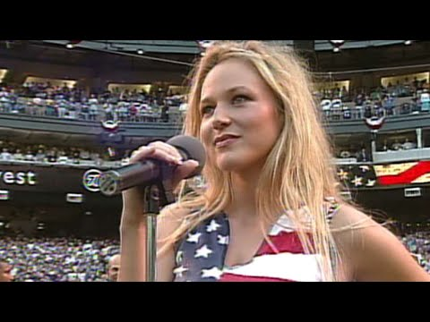 WS2001 Gm1: Jewel sings national anthem before Game 1