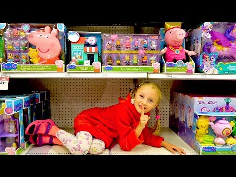 Polina and Mama pretend play hide and seek in toy store. Video for kids