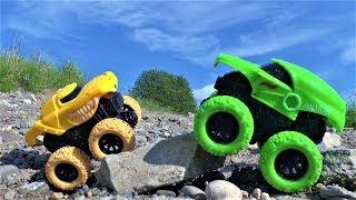 Машинки для детей Играем в игрушки для мальчиков - пускаем машинки в лужу