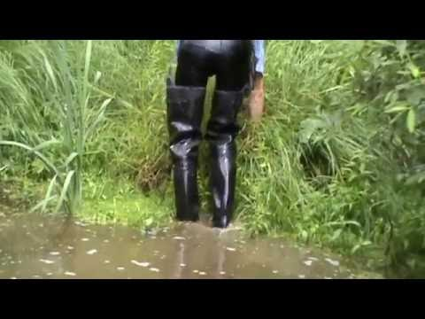 Rubber boots in water M2U00623.MPG