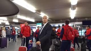 Un aficionado abronca a los jugadores del Sevilla FC porel resultado de la final  Vdeo A Pizarro