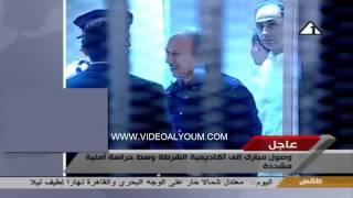 جمال مبارك يأمر الضباط داخل المحكمة ويمشون خلفه