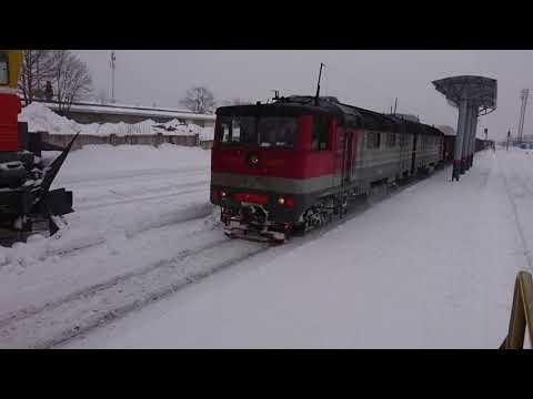 Сахалин. Станция Ново-Александровка, проход грузового поезда.