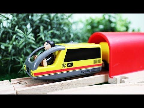Деревянная железная дорога. Игрушечные поезда и паровозы. Игрушки для детей