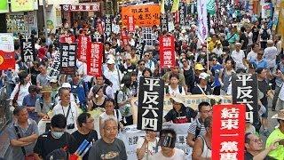 Repeat youtube video 香港六四25周年大遊行震撼大陸客 中共出動「愛」惡團騷擾