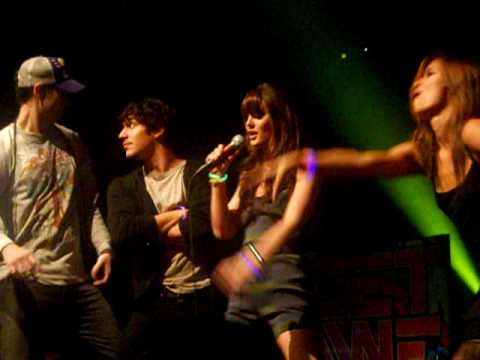 Cobra Starship - Good Girls Go Bad (feat Leighton Meester) (NYC 11/24/09)