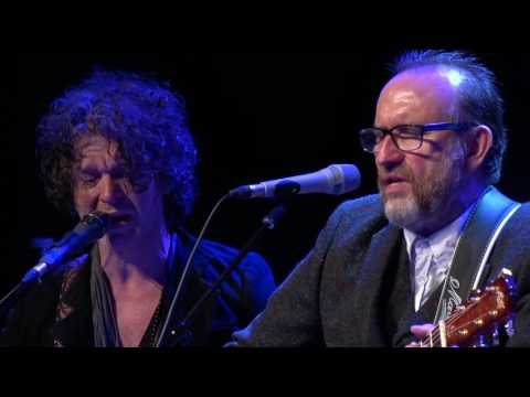 eTown Finale with Colin Hay & Doyle Bramhall II - I've Just Seen A Face (eTown webisode #1136)